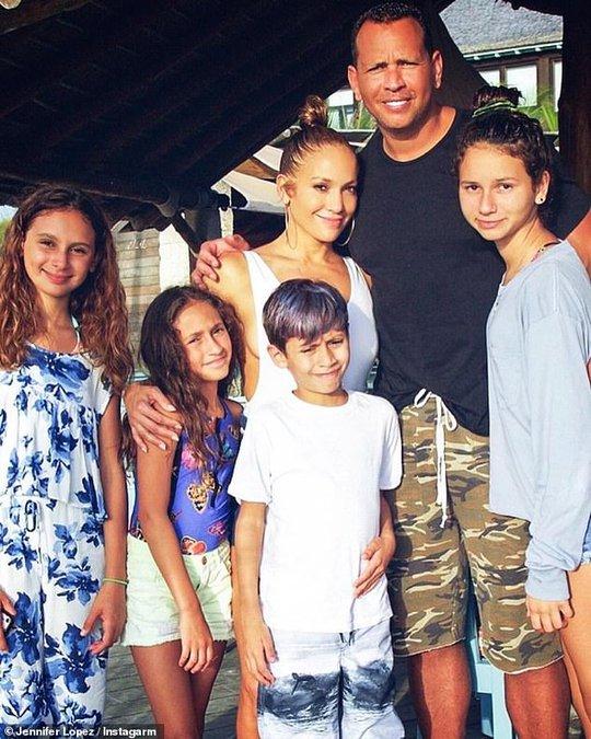 Tình sử của Jennifer Lopez vẫn tiếp tục rối như canh hẹ - Ảnh 2.
