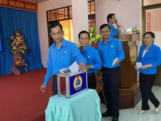Ông Lê Minh Hùng được bầu làm Chủ tịch LĐLĐ tỉnh Tiền Giang - Ảnh 3.