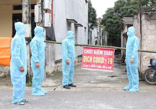 Có thêm 2 trường hợp dương tính với SARS-Cov-2, Hà Nam phong tỏa một thôn 28 ngày - Ảnh 1.