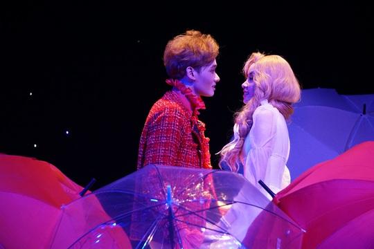 Romeo và Juliet cuốn hút khán giả, khiến Việt Anh, Hồng Vân hạnh phúc - Ảnh 1.