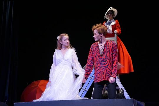 Romeo và Juliet cuốn hút khán giả, khiến Việt Anh, Hồng Vân hạnh phúc - Ảnh 8.