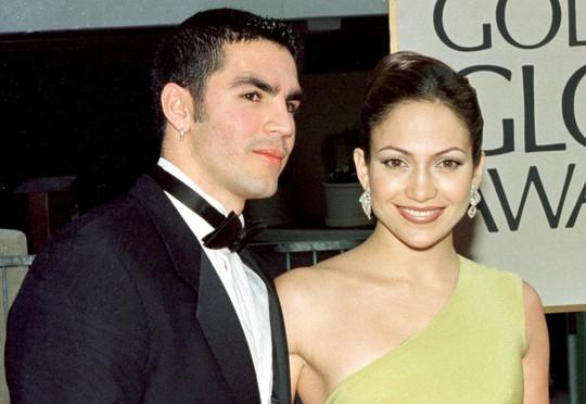 Tình sử của Jennifer Lopez vẫn tiếp tục rối như canh hẹ - Ảnh 3.