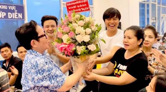 Võ Minh Lâm, Tú Sương cảm ơn đạo diễn Hoa Hạ - Ảnh 1.