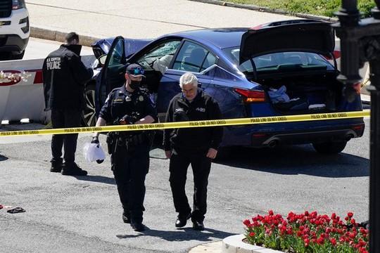 Lao xe vào hàng rào an ninh, giết chết cảnh sát Quốc hội Mỹ - Ảnh 2.