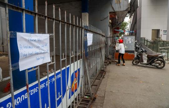 Cận cảnh cây xăng phải đóng cửa vì nguy cơ mất an toàn đường sắt Cát Linh-Hà Đông - Ảnh 6.