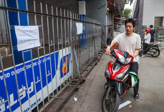 Cận cảnh cây xăng phải đóng cửa vì nguy cơ mất an toàn đường sắt Cát Linh-Hà Đông - Ảnh 8.