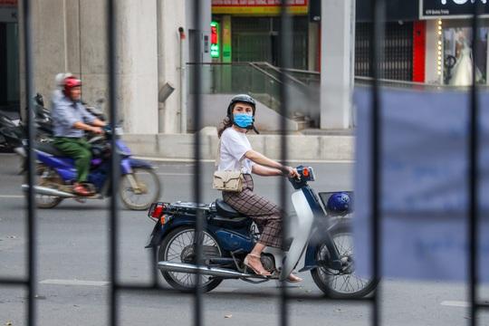Cận cảnh cây xăng phải đóng cửa vì nguy cơ mất an toàn đường sắt Cát Linh-Hà Đông - Ảnh 15.