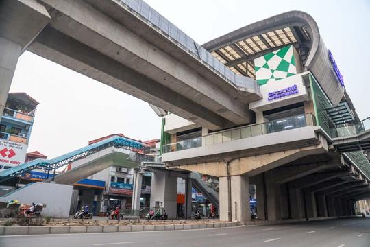 Cận cảnh cây xăng phải đóng cửa vì nguy cơ mất an toàn đường sắt Cát Linh-Hà Đông - Ảnh 12.