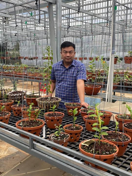 Ông chủ vườn lan Phạm Đình Đô chia sẻ về giá trị lan đột biến - Ảnh 10.