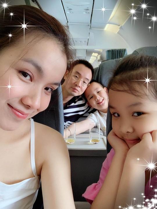 Ngỡ ngàng nhan sắc Hoa hậu Thùy Lâm sau 11 năm ở ẩn - Ảnh 4.