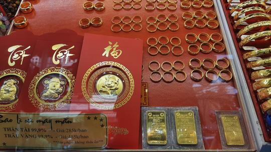 Giá vàng chiều 30-4:  Vàng SJC tăng mạnh, thế giới tiếp tục suy yếu - Ảnh 1.