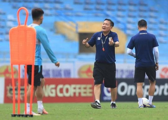 """HLV Hoàng Văn Phúc nói gì trong ngày đầu ngồi """"ghế nóng"""" dẫn dắt Hà Nội FC? - Ảnh 4."""