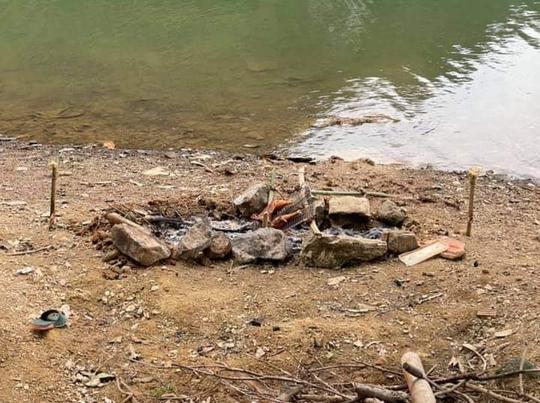 Đi picnic, nam sinh lớp 11 chết đuối ở hồ sông Mực - Ảnh 2.