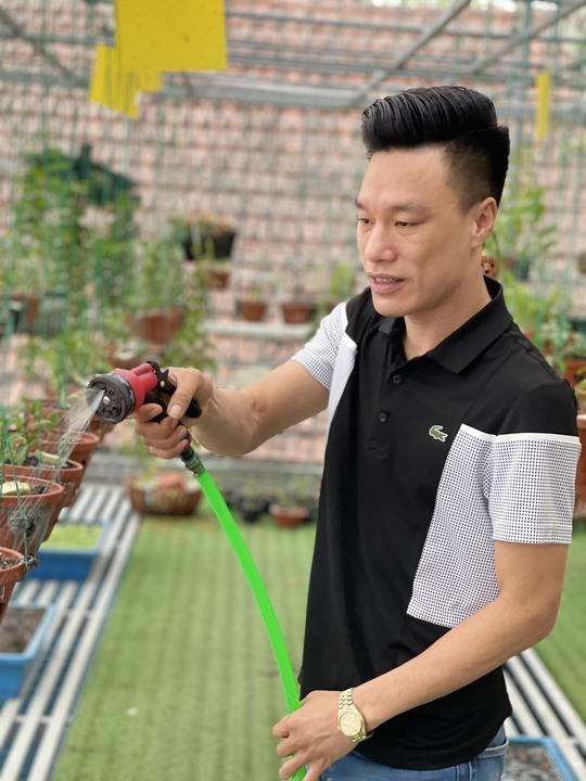 Ông chủ vườn lan Vũ Hoàng Giang với vườn lan giá trị gây sốt cộng đồng mạng - Ảnh 1.