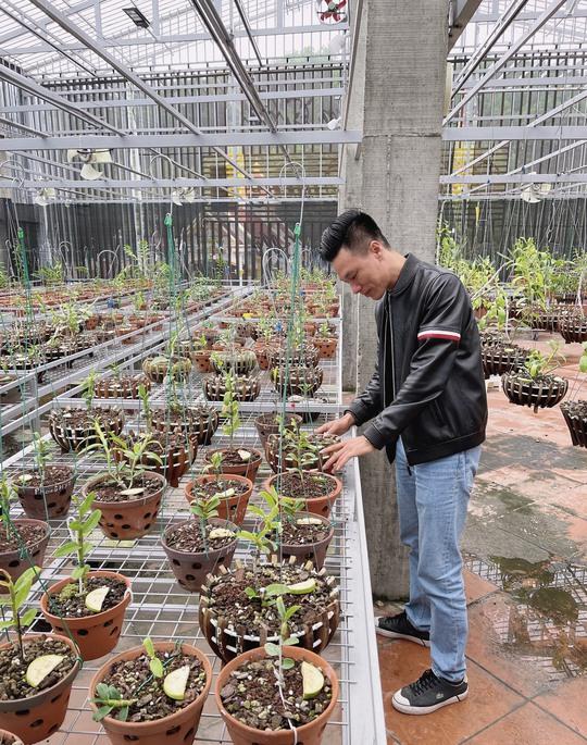 Ông chủ vườn lan Vũ Hoàng Giang với vườn lan giá trị gây sốt cộng đồng mạng - Ảnh 2.