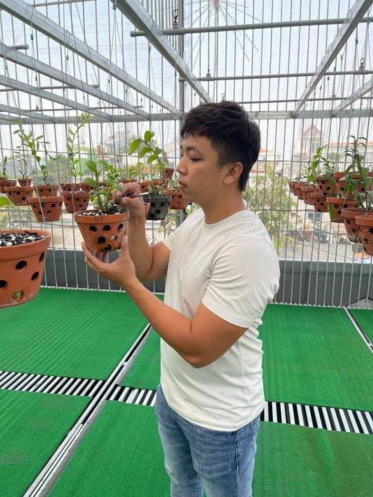 Ông chủ vườn lan Huỳnh Vũ: Từ chàng trai trông xe đến gia tài hoa lan giá trị - Ảnh 3.
