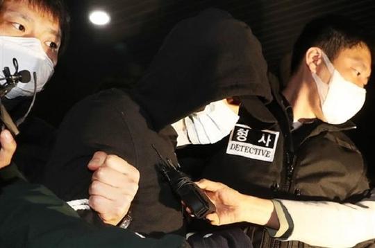 Hàn Quốc: Giết 3 mẹ con, rồi tự rạch bụng, cổ họng - Ảnh 1.