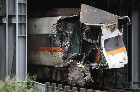 Phút định mệnh trong vụ tai nạn tàu hỏa Đài Loan - Ảnh 2.
