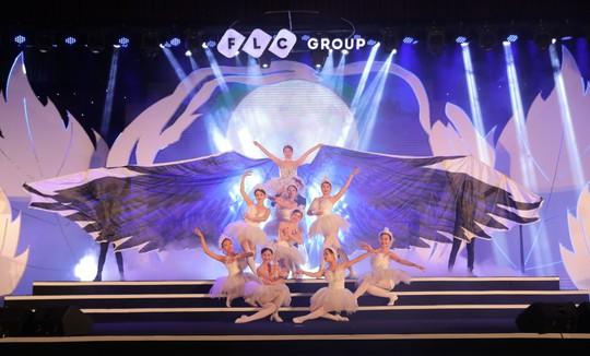 Bằng Kiều – Minh Tuyết hòa nhịp cùng hàng ngàn khán giả xứ Thanh trong đêm nhạc Chuyện tình yêu - Ảnh 1.