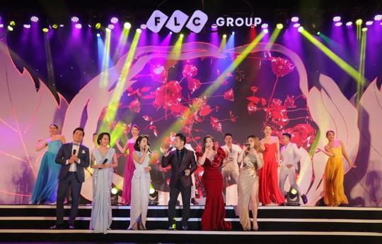Bằng Kiều – Minh Tuyết hòa nhịp cùng hàng ngàn khán giả xứ Thanh trong đêm nhạc Chuyện tình yêu - Ảnh 11.