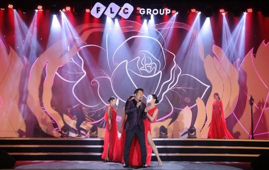 Bằng Kiều – Minh Tuyết hòa nhịp cùng hàng ngàn khán giả xứ Thanh trong đêm nhạc Chuyện tình yêu - Ảnh 3.