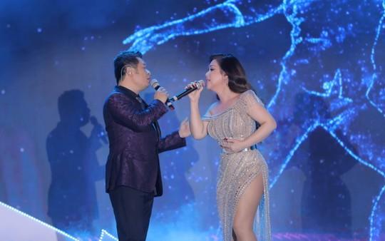 Bằng Kiều – Minh Tuyết hòa nhịp cùng hàng ngàn khán giả xứ Thanh trong đêm nhạc Chuyện tình yêu - Ảnh 4.