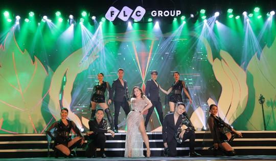 Bằng Kiều – Minh Tuyết hòa nhịp cùng hàng ngàn khán giả xứ Thanh trong đêm nhạc Chuyện tình yêu - Ảnh 5.