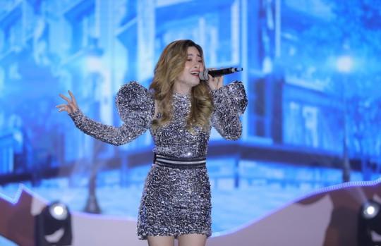 Bằng Kiều – Minh Tuyết hòa nhịp cùng hàng ngàn khán giả xứ Thanh trong đêm nhạc Chuyện tình yêu - Ảnh 7.