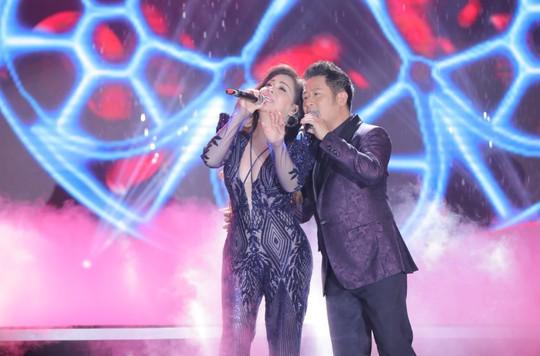 Bằng Kiều – Minh Tuyết hòa nhịp cùng hàng ngàn khán giả xứ Thanh trong đêm nhạc Chuyện tình yêu - Ảnh 9.