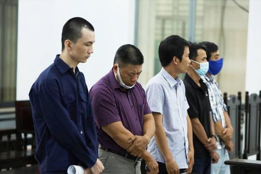 Xét xử vụ nguyên cán bộ công an tiếp tay phù phép người Trung Quốc thành người Việt - Ảnh 1.