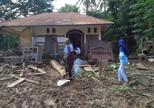 Indonesia: Lũ lụt và sạt lở kinh hoàng, ít nhất 119 người chết - Ảnh 6.