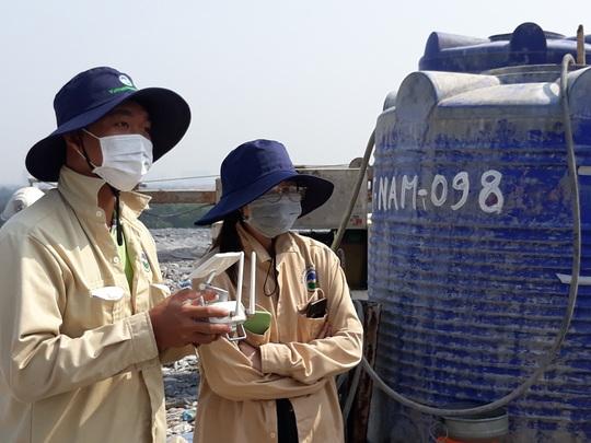 VWS thử nghiệm thiết bị bay phun xịt khử mùi trong xử lý rác - Ảnh 2.
