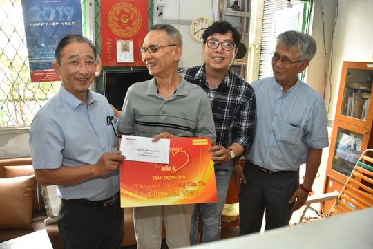 Mai Vàng nhân ái thăm nhà nghiên cứu Hoàng Văn Túc và NSƯT Phi Yến - Ảnh 1.