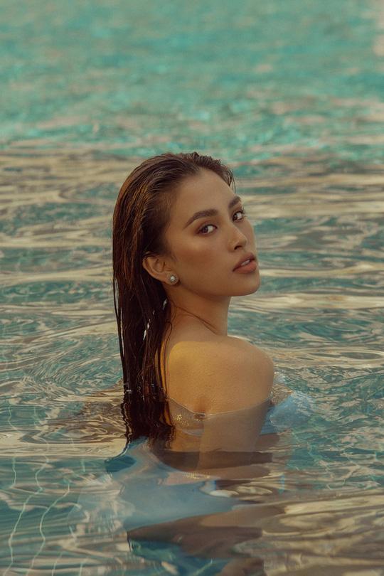 Kết thúc nhiệm kỳ, hoa hậu Trần Tiểu Vy gia nhập đội gái xinh hở bạo - Ảnh 8.