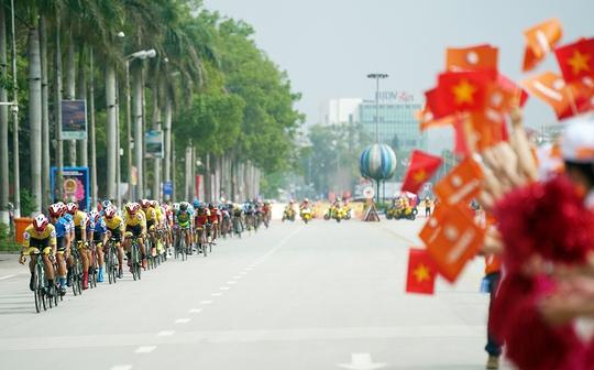 Ê kíp TP HCM thắng lớn ở vòng đua quanh TP Lạng Sơn  - Ảnh 1.