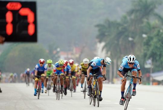 Ê kíp TP HCM thắng lớn ở vòng đua quanh TP Lạng Sơn  - Ảnh 2.