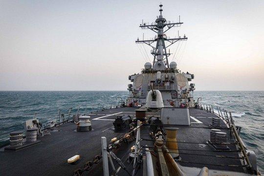 Trung Quốc theo sát tàu chiến Mỹ đi qua eo biển Đài Loan - Ảnh 1.