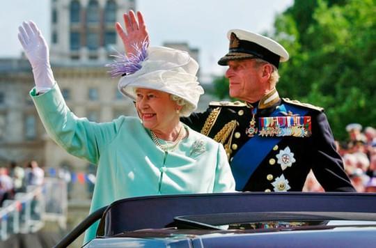 Phu quân của Nữ hoàng Anh Elizabeth II qua đời - Ảnh 1.