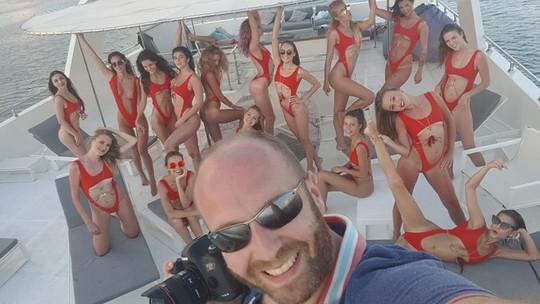 Bắt kẻ cầm đầu tổ chức cảnh 40 người mẫu khỏa thân trên ban công - Ảnh 1.