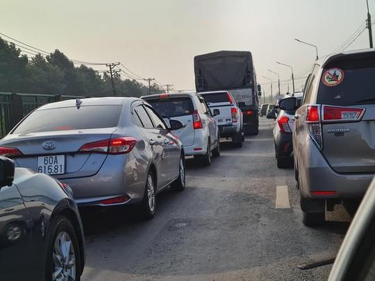 Đồng Nai sẽ đề nghị xử nặng những trạm thu phí không xả trạm để kẹt xe kéo dài - Ảnh 2.