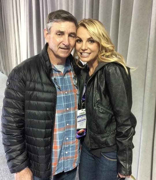 Britney Spears đưa người giám hộ ra tòa - Ảnh 1.
