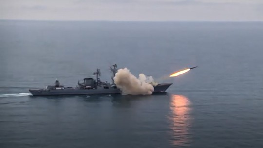 Tuần tra Mỹ vào biển Đen, Nga phóng tên lửa thị uy ? - Ảnh 1.