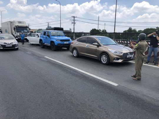Ôtô tông liên hoàn trên Quốc lộ 1 vì thùng xốp biết bay - Ảnh 3.
