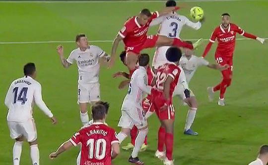 Mất điểm sân nhà, Real Madrid tố trọng tài phá hỏng cuộc đua vô địch - Ảnh 3.