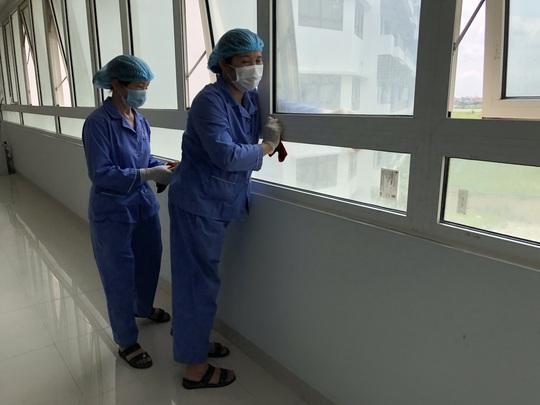 Cận cảnh bên trong khu điều trị gần 400 bệnh nhân Covid-19 và trường hợp F1 - Ảnh 4.