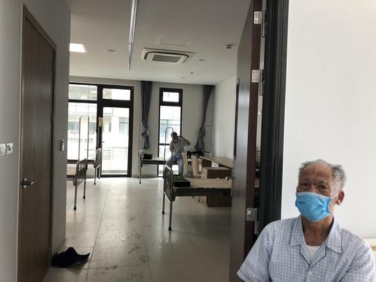 Cận cảnh bên trong khu điều trị gần 400 bệnh nhân Covid-19 và trường hợp F1 - Ảnh 15.
