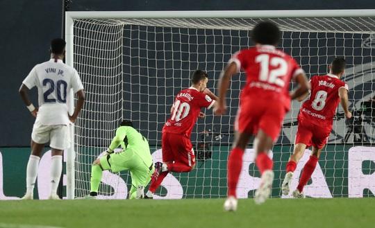 Mất điểm sân nhà, Real Madrid tố trọng tài phá hỏng cuộc đua vô địch - Ảnh 4.