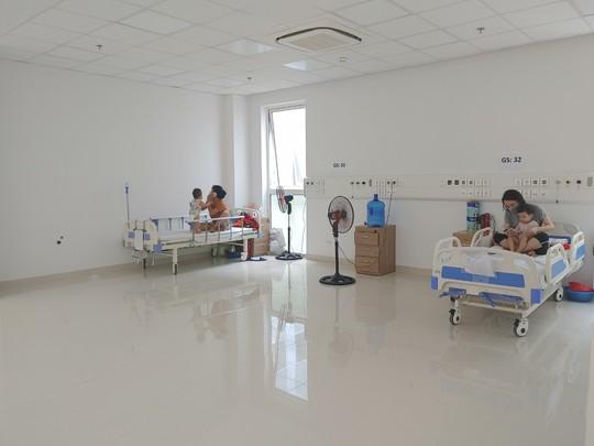 Cận cảnh bên trong khu điều trị gần 400 bệnh nhân Covid-19 và trường hợp F1 - Ảnh 8.