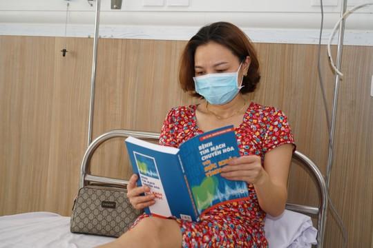Cận cảnh bên trong khu điều trị gần 400 bệnh nhân Covid-19 và trường hợp F1 - Ảnh 13.