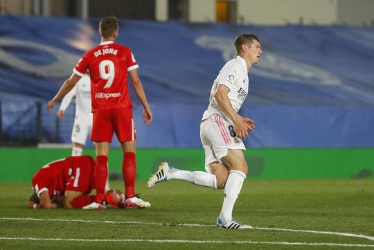 Mất điểm sân nhà, Real Madrid tố trọng tài phá hỏng cuộc đua vô địch - Ảnh 5.